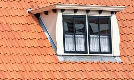 Dak met dakkapel aanbouw